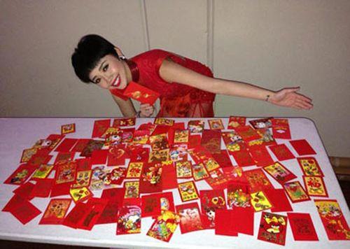 Thành Long khoe tiền, quà fan tặng sinh nhật chất đầy ghế - Ảnh 5