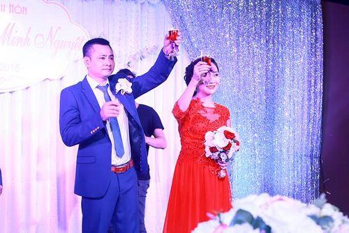 Danh hài Tự Long bất ngờ cưới vợ lần 2 - Ảnh 1
