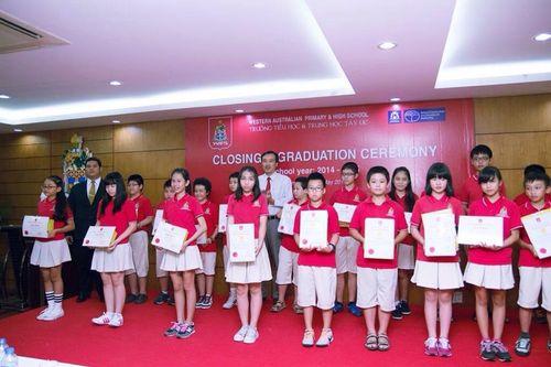 Phương Mỹ Chi nhận giấy khen Học sinh giỏi toàn diện - Ảnh 4
