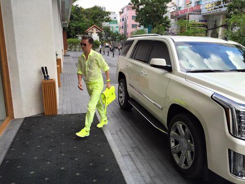 Đàm Vĩnh Hưng gây sốc vì đi xe sang, diện trang phục quá lòe loẹt - Ảnh 5
