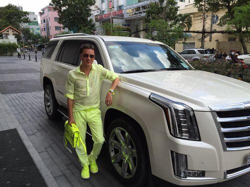 Đàm Vĩnh Hưng gây sốc vì đi xe sang, diện trang phục quá lòe loẹt - Ảnh 4