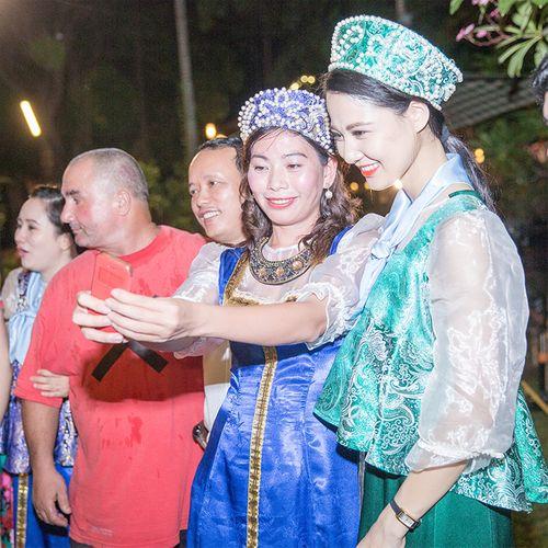 Hoa hậu Trần Thị Quỳnh biến hóa thành cô gái Nga xinh đẹp - Ảnh 2