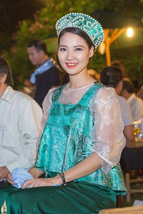 Hoa hậu Trần Thị Quỳnh biến hóa thành cô gái Nga xinh đẹp - Ảnh 5