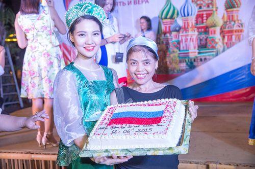 Hoa hậu Trần Thị Quỳnh biến hóa thành cô gái Nga xinh đẹp - Ảnh 8