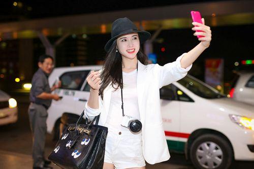 Vũ Ngọc Anh diện short ngắn cũn khoe chân dài ở sân bay - Ảnh 4