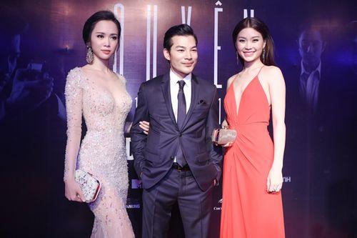 Vũ Ngọc Anh diện váy xuyên thấu gợi cảm bên Trần Bảo Sơn - Ảnh 10