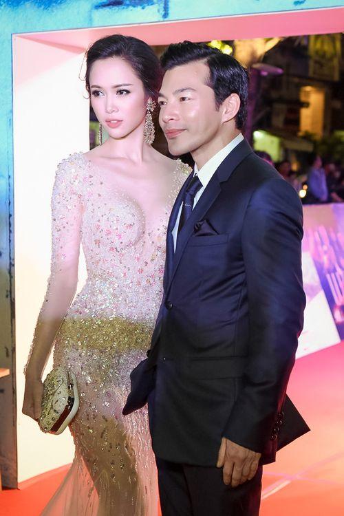 Vũ Ngọc Anh diện váy xuyên thấu gợi cảm bên Trần Bảo Sơn - Ảnh 12