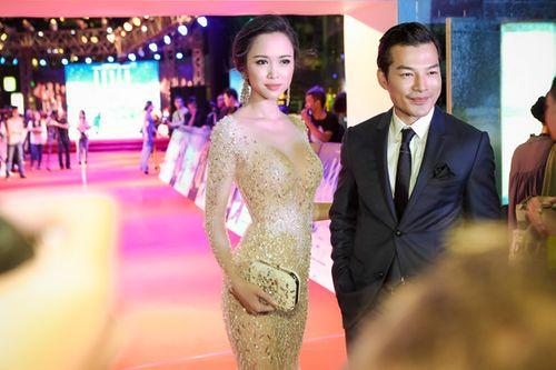Vũ Ngọc Anh diện váy xuyên thấu gợi cảm bên Trần Bảo Sơn - Ảnh 13