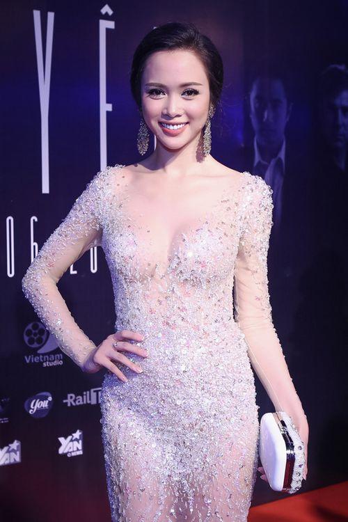 Vũ Ngọc Anh diện váy xuyên thấu gợi cảm bên Trần Bảo Sơn - Ảnh 1