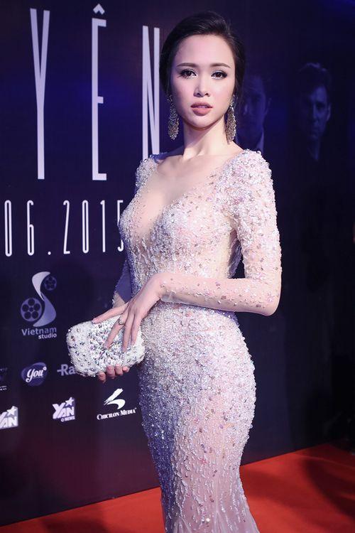 Vũ Ngọc Anh diện váy xuyên thấu gợi cảm bên Trần Bảo Sơn - Ảnh 3