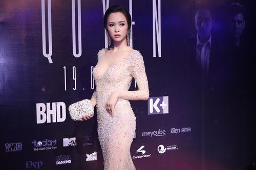 Vũ Ngọc Anh diện váy xuyên thấu gợi cảm bên Trần Bảo Sơn - Ảnh 4