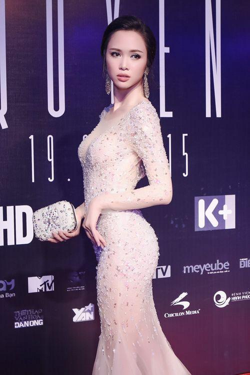 Vũ Ngọc Anh diện váy xuyên thấu gợi cảm bên Trần Bảo Sơn - Ảnh 5