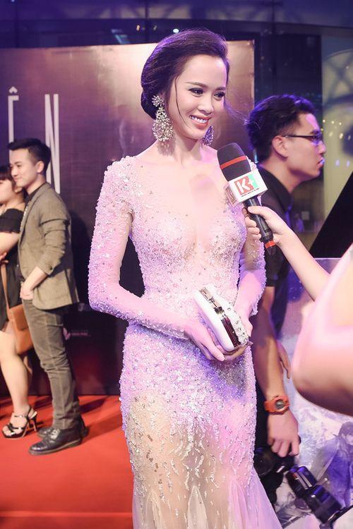 Vũ Ngọc Anh diện váy xuyên thấu gợi cảm bên Trần Bảo Sơn - Ảnh 6