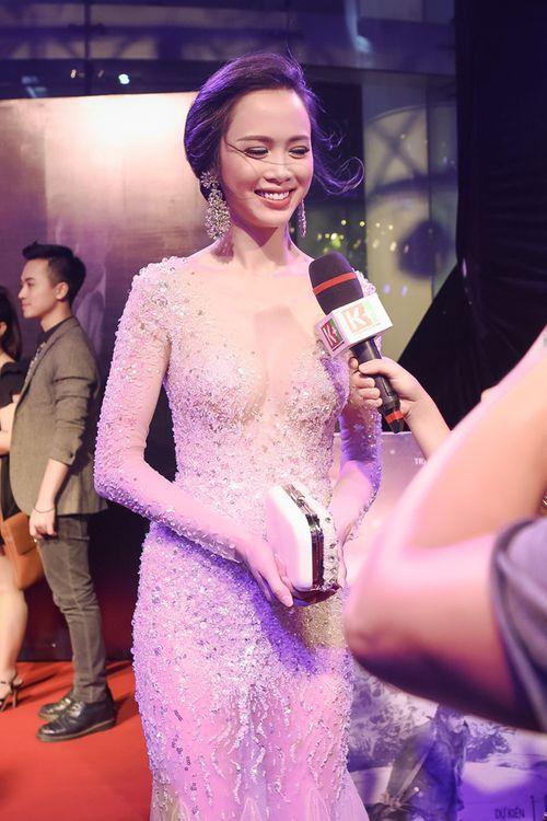Vũ Ngọc Anh diện váy xuyên thấu gợi cảm bên Trần Bảo Sơn - Ảnh 7