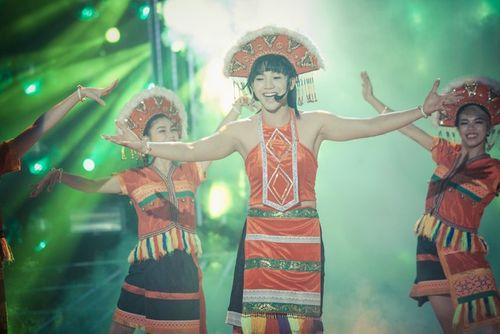"""Hoài Linh cười ngặt nghẽo gọi Mai Quốc Việt là """"sơn nữ đột biến gen""""  - Ảnh 3"""