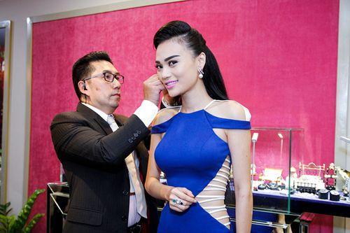 Triệu Thị Hà, Cao Thuỳ Linh gợi cảm ngắm kim cương của Lý Nhã Kỳ - Ảnh 9
