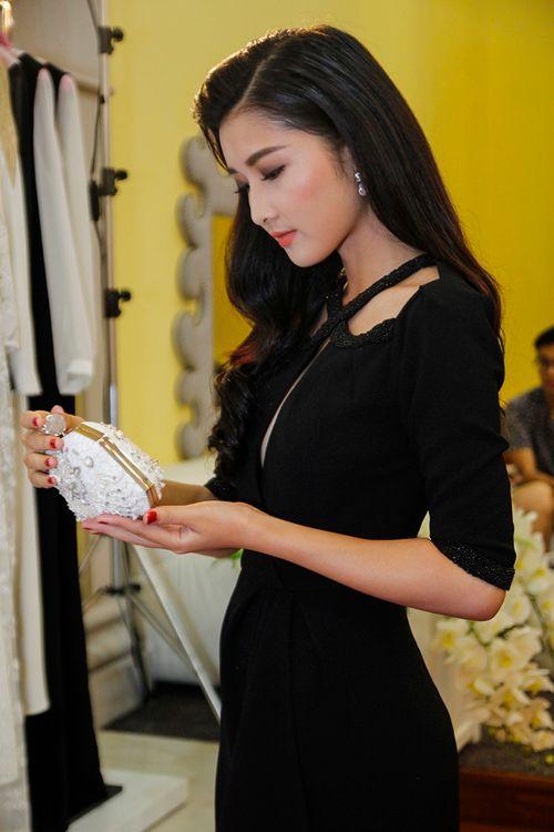 Triệu Thị Hà, Cao Thuỳ Linh gợi cảm ngắm kim cương của Lý Nhã Kỳ - Ảnh 3
