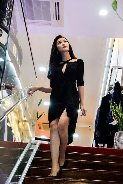 Triệu Thị Hà, Cao Thuỳ Linh gợi cảm ngắm kim cương của Lý Nhã Kỳ - Ảnh 5