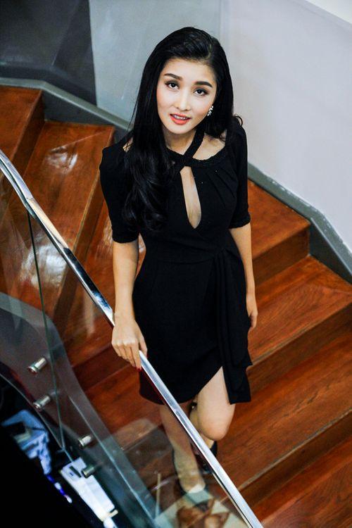 Triệu Thị Hà, Cao Thuỳ Linh gợi cảm ngắm kim cương của Lý Nhã Kỳ - Ảnh 6