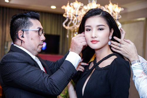 Triệu Thị Hà, Cao Thuỳ Linh gợi cảm ngắm kim cương của Lý Nhã Kỳ - Ảnh 12