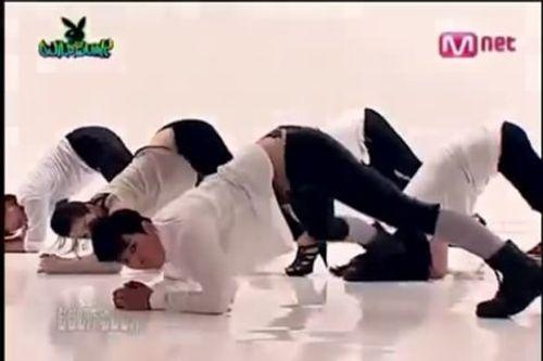 Cười chảy nước mắt với những màn giả gái của sao Hàn - Ảnh 3