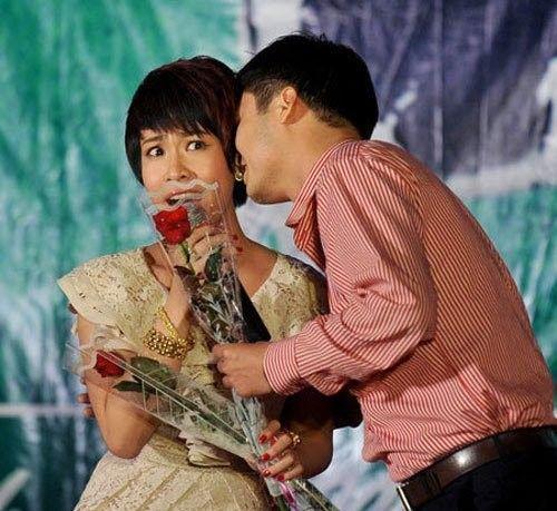 Sao Việt phản ứng thế nào khi bị cưỡng hôn như Kiss Cam? - Ảnh 16