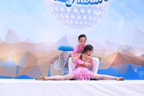 """Bà bầu Khánh Thi nhún nhảy bên """"người tình trẻ"""" Phan Hiển - Ảnh 4"""