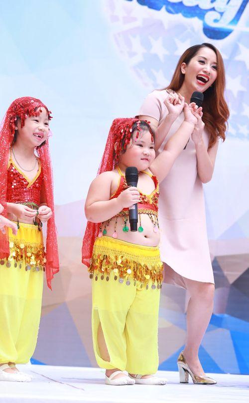 """Bà bầu Khánh Thi nhún nhảy bên """"người tình trẻ"""" Phan Hiển - Ảnh 6"""