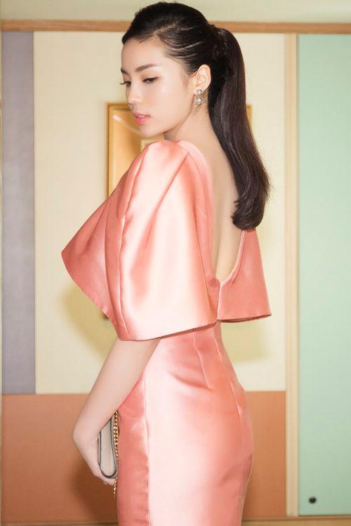 Hoa hậu Kỳ Duyên gây chú ý vì mặc đầm quá diêm dúa - Ảnh 4