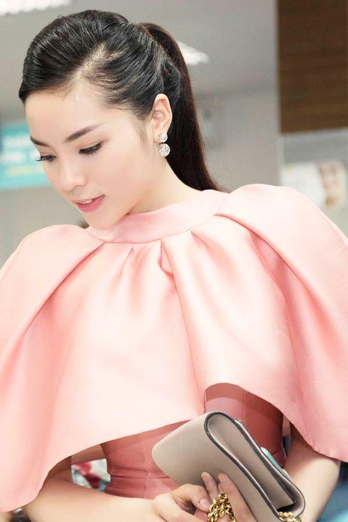 Hoa hậu Kỳ Duyên gây chú ý vì mặc đầm quá diêm dúa - Ảnh 6