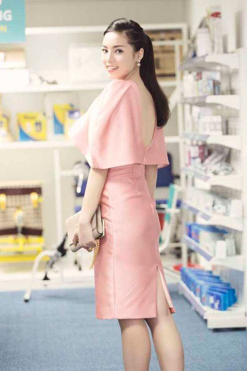 Hoa hậu Kỳ Duyên gây chú ý vì mặc đầm quá diêm dúa - Ảnh 8