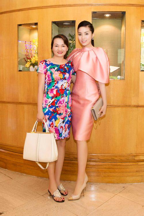 Hoa hậu Kỳ Duyên gây chú ý vì mặc đầm quá diêm dúa - Ảnh 10