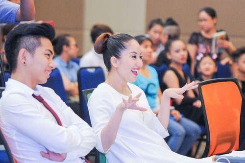 """Khánh Thi cùng """"tình trẻ"""" Phan Hiển """"làm khó"""" các tài năng nhí - Ảnh 2"""