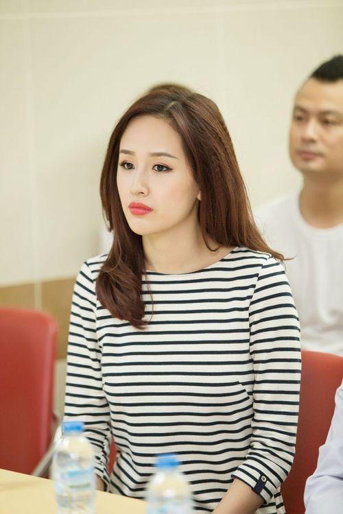 Hoa hậu Mai Phương Thúy giản dị đi làm từ thiện - Ảnh 2