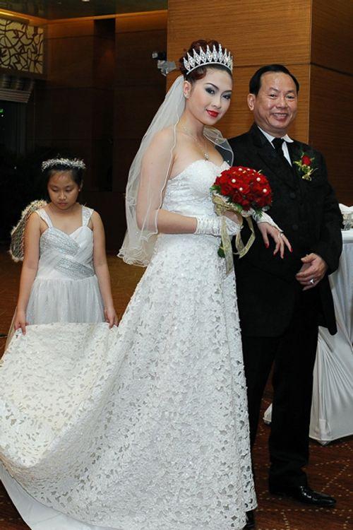 Chuyện ít biết về cuộc hôn nhân dài... 2 tuần của một người đẹp Vbiz và đại gia - Ảnh 2