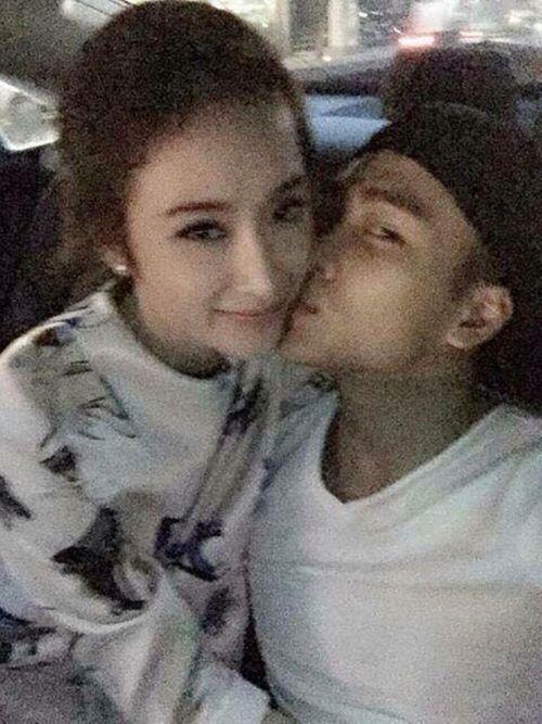 """Lộ ảnh chàng cảnh sát """"đẹp trai như tài tử"""" hôn Angela Phương Trinh trên ô tô - Ảnh 1"""