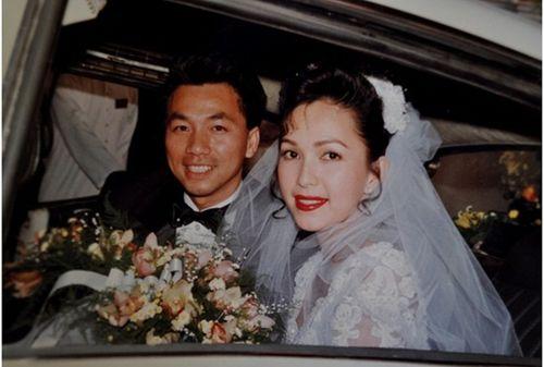 Ảnh cưới đặc biệt và chuyện tình ly kỳ của các sao thập niên 90 - Ảnh 3