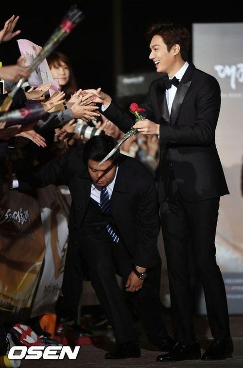 Lee Min Ho chiến thắng ở lễ trao giải bị ghẻ lạnh của Hàn Quốc - Ảnh 4
