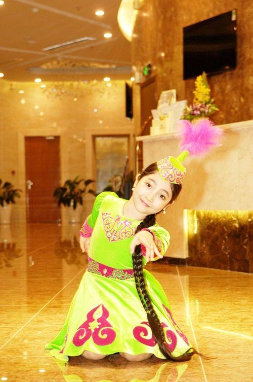 """""""Công chúa tóc mây"""" Hồng Minh hoá thiên thần trong trang phục búp bê Nga - Ảnh 2"""