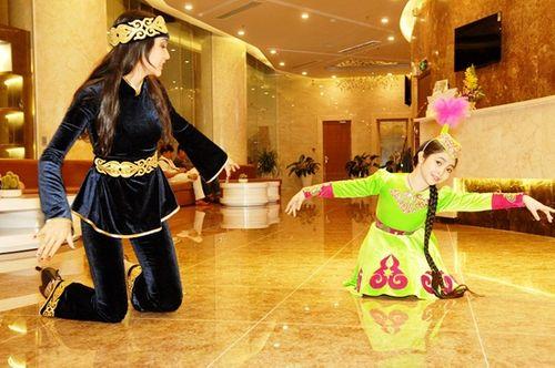 """""""Công chúa tóc mây"""" Hồng Minh hoá thiên thần trong trang phục búp bê Nga - Ảnh 3"""