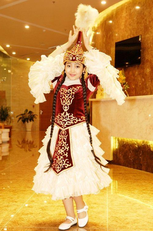 """""""Công chúa tóc mây"""" Hồng Minh hoá thiên thần trong trang phục búp bê Nga - Ảnh 6"""