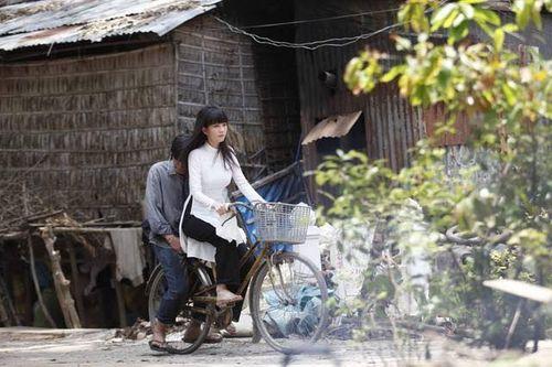 """Hình ảnh chạm tim khán giả của Ngọc Trinh trong """"Vòng eo 56"""" - Ảnh 8"""