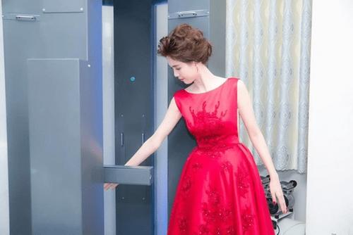 Ngọc Trinh gây sốt khi phát ngôn váy nhái của mình đẹp hơn váy hiệu Taylor Swift - Ảnh 2