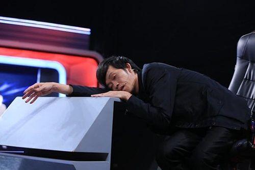 Thân hình da đụng xương, sụt 7 kg của Hoài Linh - Ảnh 10