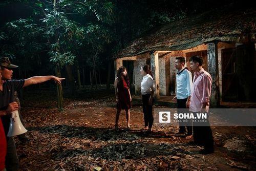 Linh Miu khổ sở mặc váy gợi cảm quay cảnh trong rừng đêm - Ảnh 13