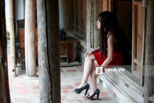 Linh Miu khổ sở mặc váy gợi cảm quay cảnh trong rừng đêm - Ảnh 3