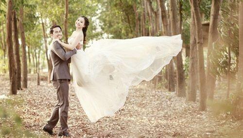 Bộ ảnh cưới đẹp lung linh chưa từng công bố của Duy Nhân - Ảnh 1