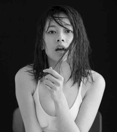 Những hình ảnh sexy hiếm thấy lần 2 của Chi Pu - Ảnh 10
