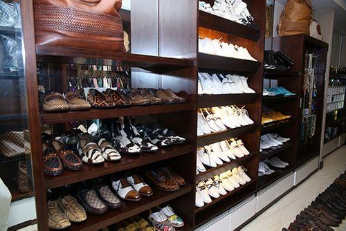Choáng ngợp trước BST 600 đôi giày hiệu của Đàm Vĩnh Hưng - Ảnh 2
