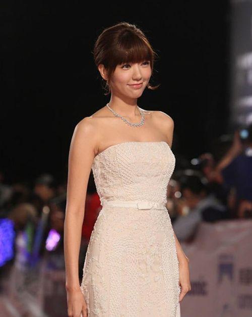 Cận cảnh nhan sắc mỹ nhân gợi cảm nhất xứ Đài 2015 - Ảnh 8